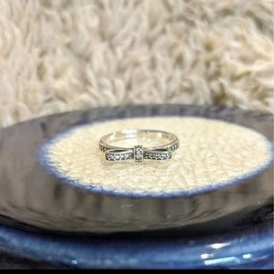 Pandora sparkling bow ring size 8